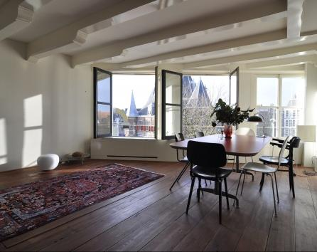 Great-Apartment-on-Nieuwmarkt-Amsterdam